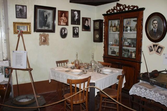 Padula (SA) casa museo di Joe Petrosino il salotto in cui zio Michele incontro per ultima volta il mitico Joe (Copia)