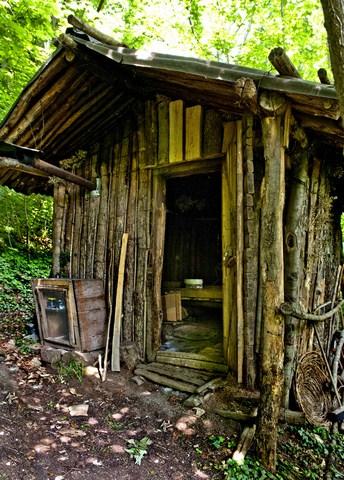 esterno della capanna ove ha vissuto Claudia sopra Faedis fra il Foran di Landri e il Foran des Aganis-001 (Copia)