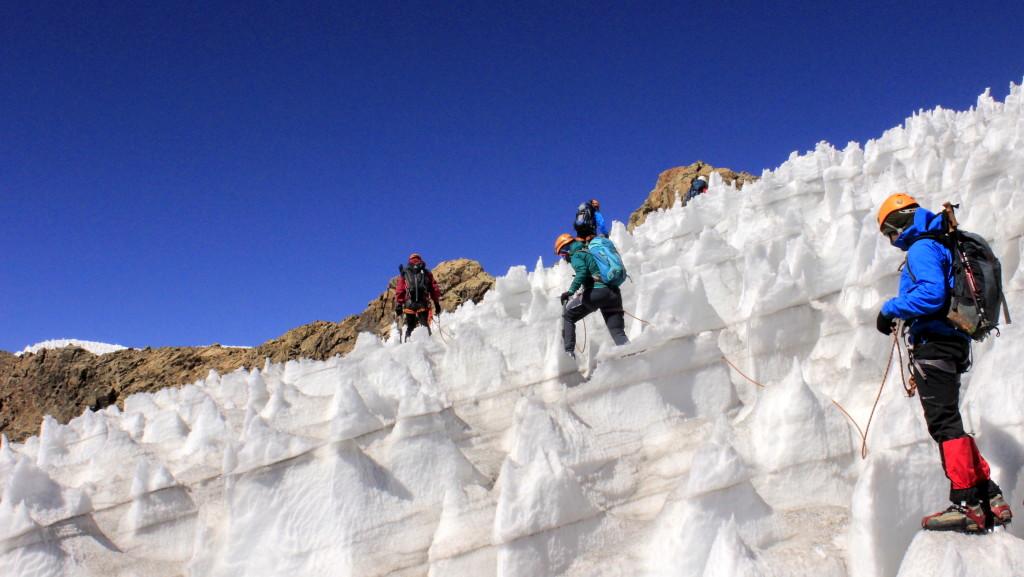 Attraversando la foresta di penitentes del ghiacciaio del Diablo Mudo