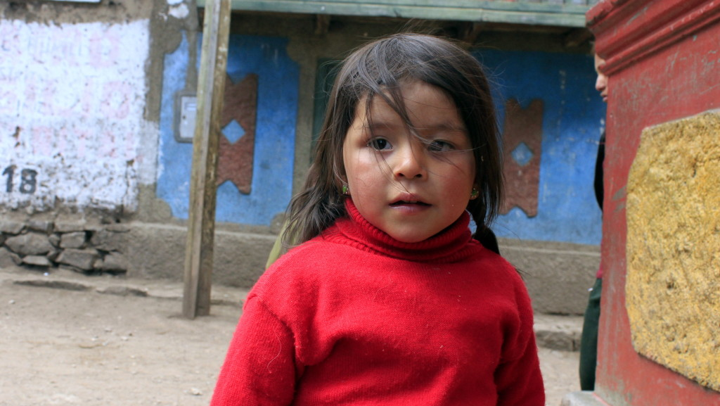 bambina al villaggio di Huayllapa